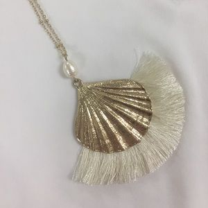 🎉HP🎉Sea Shell long statement necklace gold 🐚